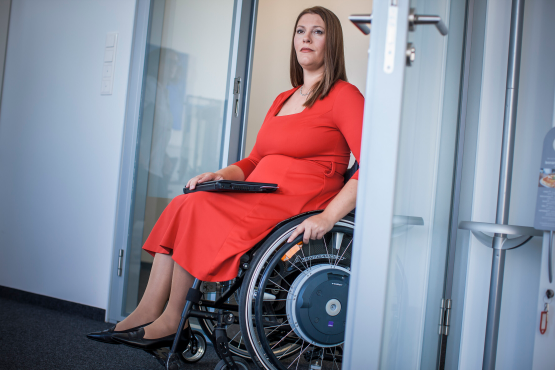Female Siemens employee in a wheelchair