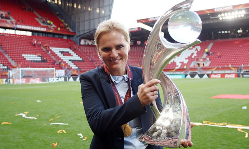 Sarina holding European Cup 2017